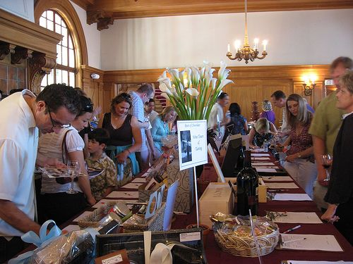 how to run a silent auction online