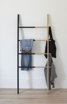 Hub Valet - Towel rail - H 152 cm by Umbra