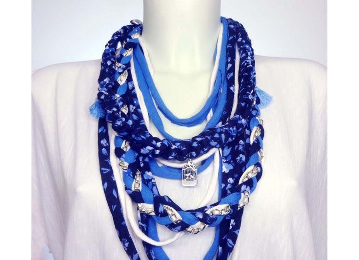 Φουλάρι / Κολιέ SS17A LAPIS: Γαλαζιο, λευκο, μπλε floral Τα VinD.gr μοιάζουν με κολιέ, όμως είναι χειροποίητα φουλάρια και αυτό το στοιχείο τα κάνει τόσο ιδιαίτερα. Μπορούν να αλλάξουν εντελώς το στυλ ακόμα και στο πιο απλό λευκό T-shirt. http://www.vind.gr