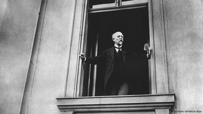 SPD politician Philipp Scheidemann, proclaiming Germany a republic