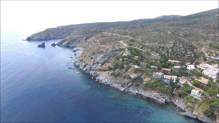 Vol air fly drone vue aérienne du port de Cadaqués espagne HD