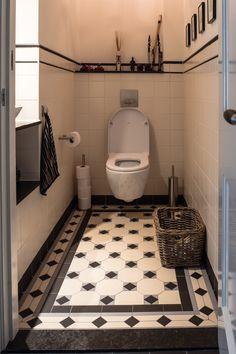 Afbeeldingsresultaat voor inbouw toilet tegels jaren 30