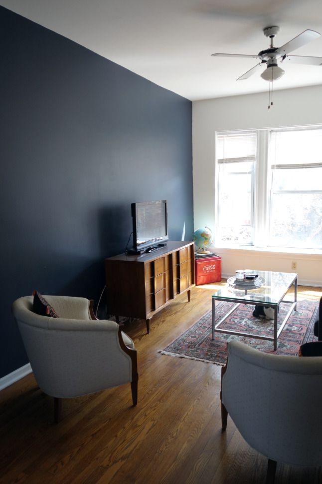 mid-century living room with navy accent wall. Hale Navy from Benjamin Moore