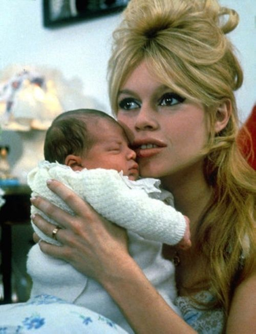 Brigitte Bardot with her son, Nicolas-Jacques Charrier. 1960 | baby ...: https://www.pinterest.com/pin/386394843004294571