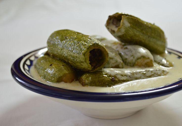 La cuisine au yaourt est très appréciée en Palestine comme dans les autres régions du pays de Sham. Vous avez déjà pu tester ici le mansaf dont j'ai reçu quelques délicieux échos. Une recette de ragoût d'agneau aux cardons, sauce yaourt, est sur le grill...