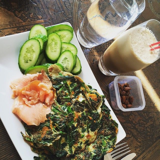 """""""Mmm! Omelet med spinat med laks til og agurk.. Og så lidt mandler, iskaffe og vand ✌️ #breakfast #morgenmad #minbalance #minidiet #eggs #spinach #cucomber #salomon #almonds #icecoffee #fuelyourbody #muskelmad #musclefood #musclefuel #buildyourbody #mindundhed #lowcarb #aknice #aalborg #9000 #loveit #lovelife .<3"""" Photo taken by @aknice on Instagram, pinned via the InstaPin iOS App! http://www.instapinapp.com (07/14/2015)"""