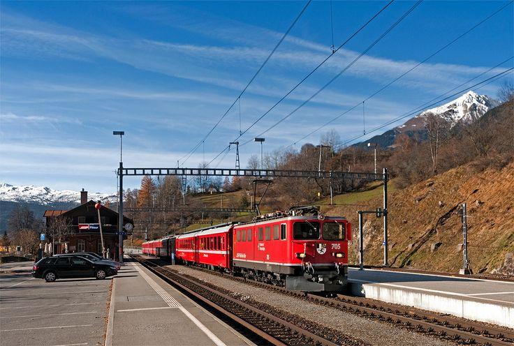 "Maurizio Messa | RhB Ge6/6'' 705 | RhB Ge6/6'' 705 ""Pontresina / Puntraschigna"" eccezionalmente in testa al RE1133 (Chur - St.Moritz) riparte da Filisur il 17 novembre 2012.  RhB Ge6/6'' 705 ""Pontresina / Puntraschigna"" hauling the RE1133 (Chur - St.Moritz) leaves Filisur. November 17th, 2012."