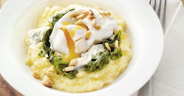 Spinat mit Kartoffelbrei und Ei - ein Kindheitsklassiker! Hier im ganz neuen Gewand für Erwachsene: mit cremiger Polenta, verlorenem Ei und schmel ...