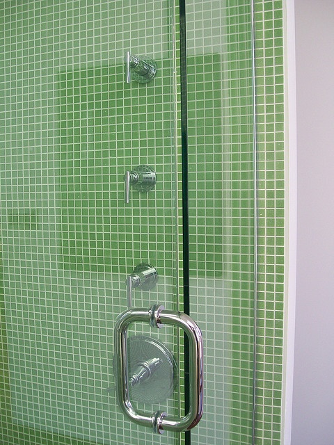 Bathroom Green Glass Mosaic Tile 2007 8 By Vicksoon