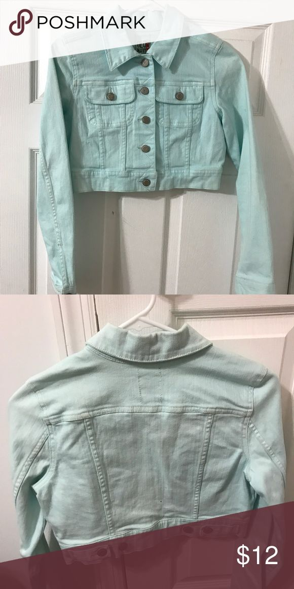 Cropped mint jean jacket xs like new Old navy cropped button jacket like new no flaws Old Navy Jackets & Coats Jean Jackets