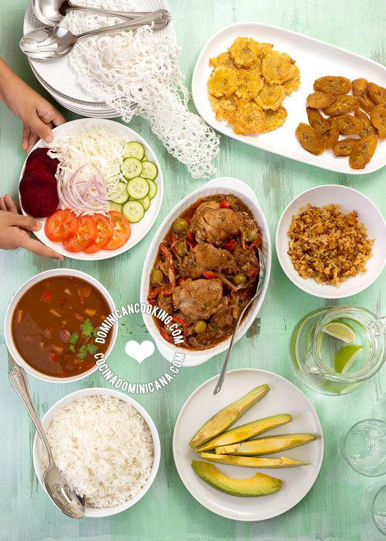 Una de las primeras cosas que los visitantes a la República Dominicana notan es que 'La Bandera Dominicana' es como los dominicanos llamamos a nuestro almuerzo tradicional a base de arroz, habichuelas y carne.