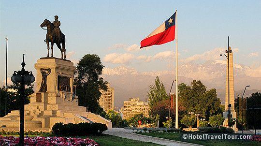 Santiago, ciudad capital de Chile, rodeada por los Andes