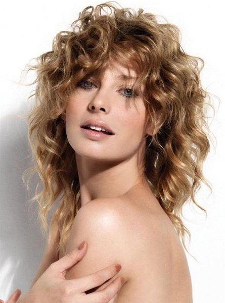 "Стрижка каскад на длинные вьющиеся волосы фото #Фото Вернуться в раздел ""Прическа каскад на вьющиеся и волнистые волосы"" http://www.salon-akadem.info/strizhka-kaskad-na-dlinnye-vyushhiesya-volosy-foto.php"