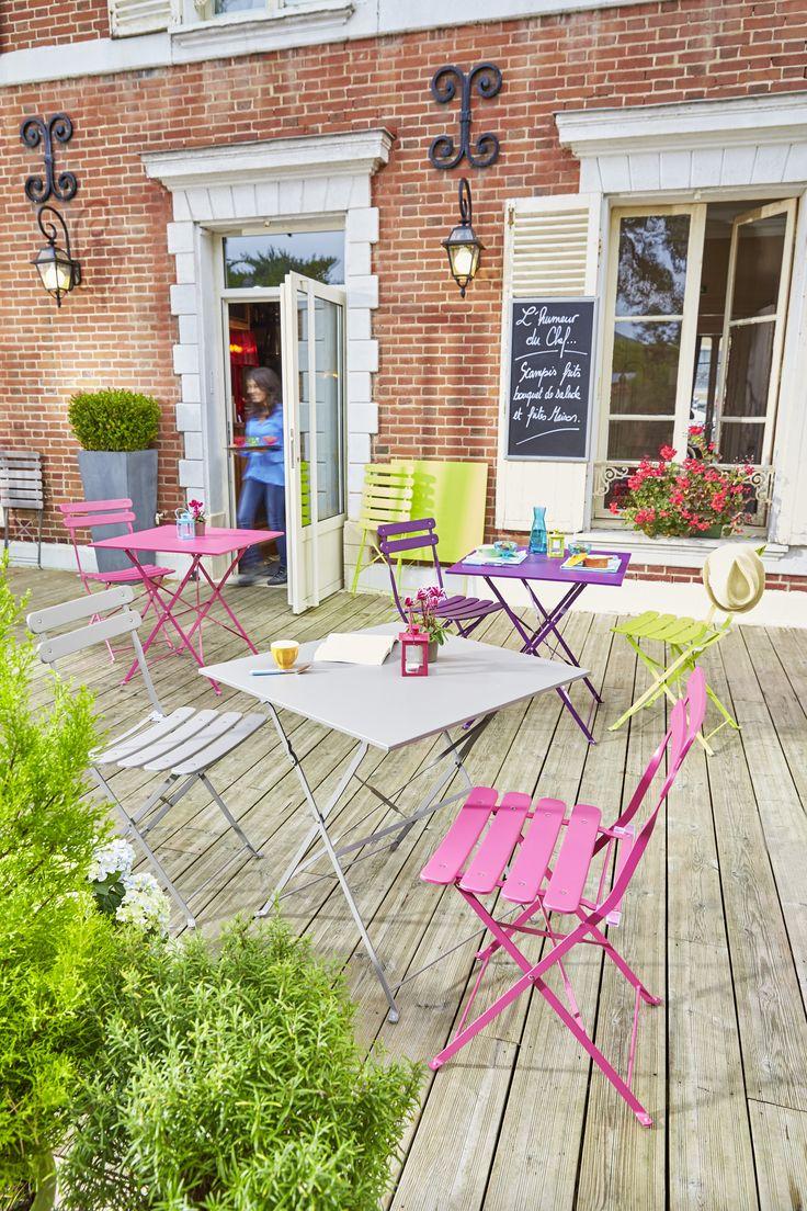 Table carrée et chaise bistrot pliante rose, grise, verte violette en acier - Collection 2016
