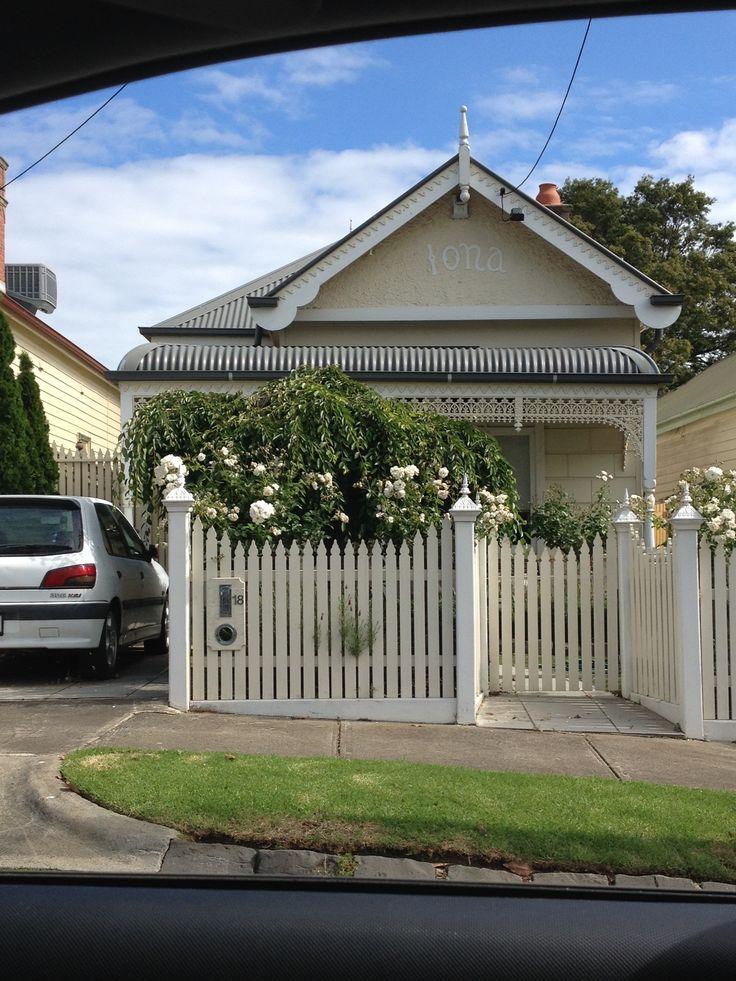 Colourscheme; bullnose verandah; roof colour; fence; blockwork cladding.