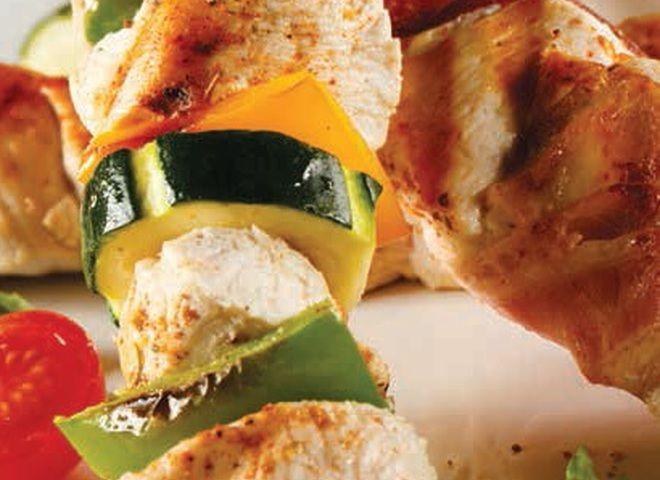 Курица на шпажках с соусом из натурального йогурта в мультиварке   Ссылка на рецепт - https://recase.org/kuritsa-na-shpazhkah-s-sousom-iz-naturalnogo-jogurta-v-multivarke/  #Птица #блюдо #кухня #пища #рецепты #кулинария #еда #блюда #food #cook