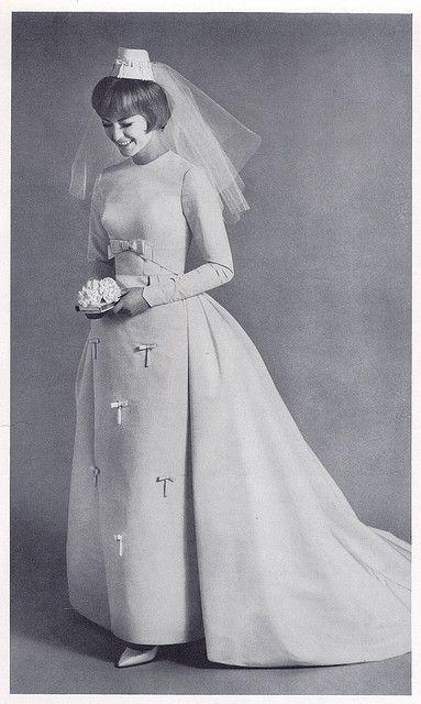 tiny bow 1960s bride - love the headpiece | Flickr