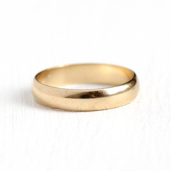 Classic Vintage 1940s Solid Gold Mens Wedding Band This Simple And Unadorned Piece Would Make Mens Gold Wedding Band Vintage Wedding Band Antique Mens Jewelry
