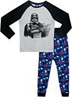 Star Wars - Pigiama a maniche lunga per ragazzi - Si Illuminano al Buio Pigiama di Star che si illumina al buio. Pigiama di Star Wars con dei pantaloni con delle vivaci stampe in stile fumettistico rosse e nere. 100% Cotone Maniche lunghe Stampa di Darth Vader in primo piano sulla parte frontale della maglia, con un logo di Star Wars che si illumina al buio. Il pigiama di Darth Vader è una novità per l'abbigliamento da notte ! Prodotto ufficiale Star Wars, fabbricato esclusivamente per conto…
