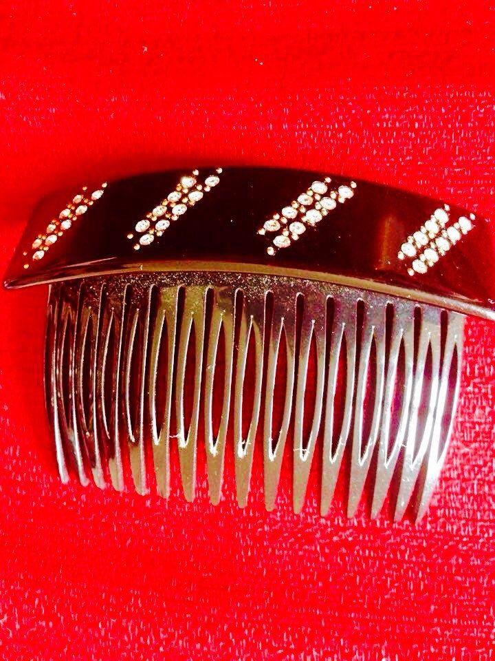 Un preferito personale dal mio negozio Etsy https://www.etsy.com/it/listing/230124465/moschino-vintagepettine-per-capelli-anni