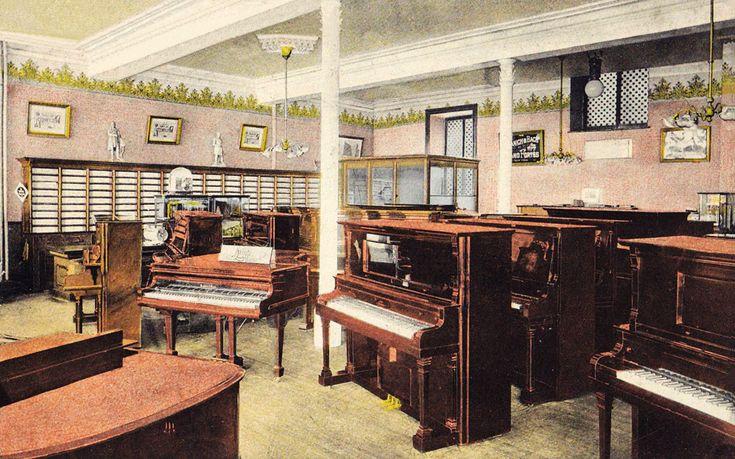 Intérieur du magasin principale et bureau chef de la maison Lavigueur et Hutchison, 81-83-85 rue St-Jean à Québec.