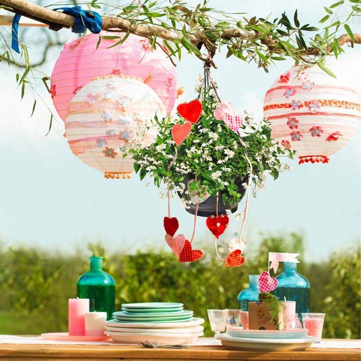 Een feestelijke tafel #intratuin #lampionnen #hartjes #eten #tafel