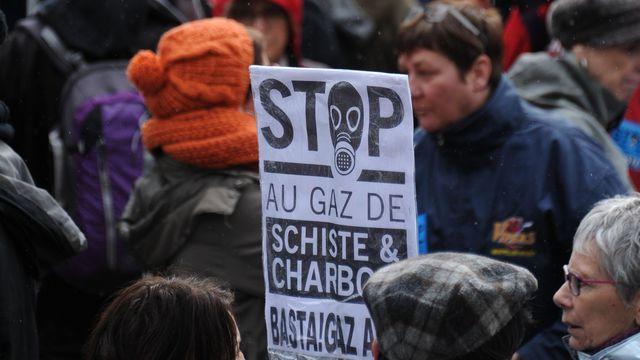 """Gaz de schiste: les opposants menacent d'organiser des """"blocages"""""""