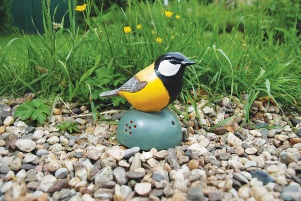 Kézzel festett kerámia üdvözlő madarak, mozgás érzékelésére a madár csicsergő hangot ad ki. Vízálló, így tökéletes kültéri használatra is.