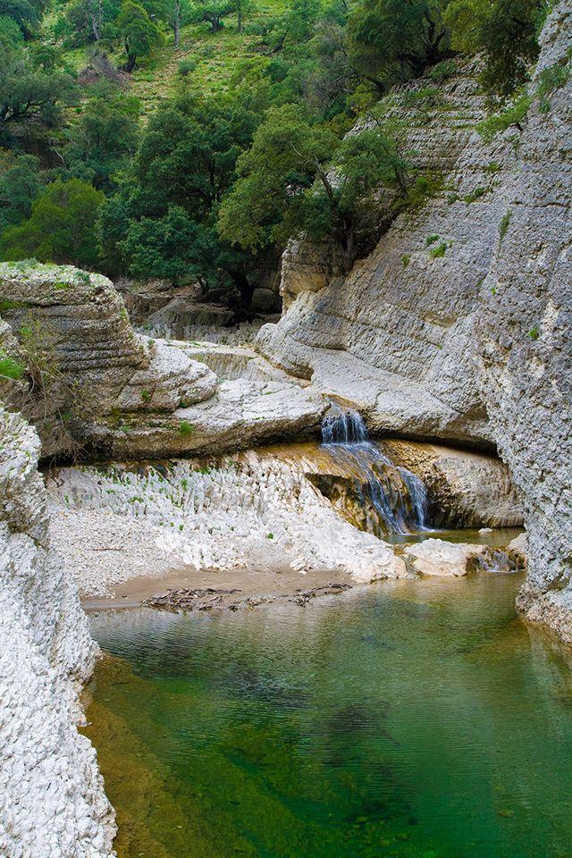 Rio Flumineddu, Sardaigne. http://www.lonelyplanet.fr/article/sardaigne-top-5-des-sensations-fortes #canyoning #sardaigne #sport #Rio #Flumineddu #voyage