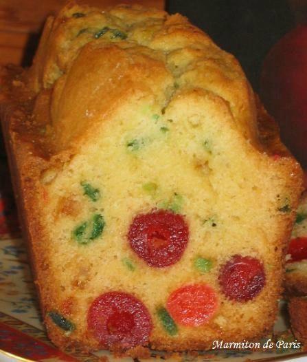 CAKE AUX FRUITS CONFITS (400 g de fruits confits, 175 g de beurre mou, 125 g de sucre, 250 g de farine, 3 oeufs, 1/2 sachet de levure, 3 c à s de rhum brun)