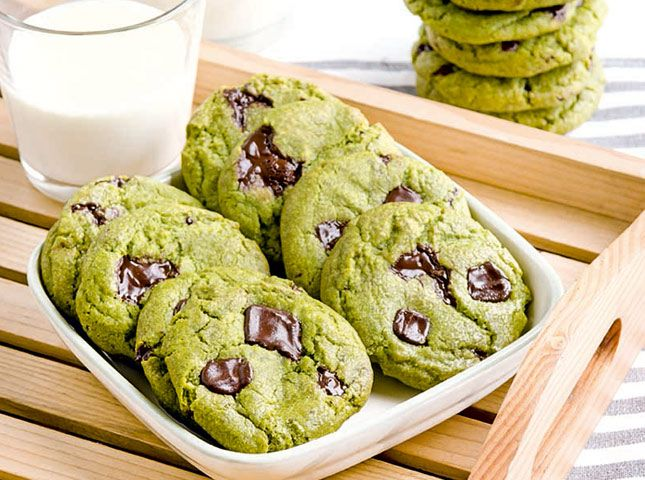 These cookies are moist and chewy, and flavored with green tea powder. This cookie recipe pairs matcha with bittersweet chocolate chunks. However, if you want something sweeter, use white chocolate instead—it will cut the bitterness of the tea, making the cookie creamier and mellower in flavor. I'll use a healthier sweetener and a gluten free flour mix.