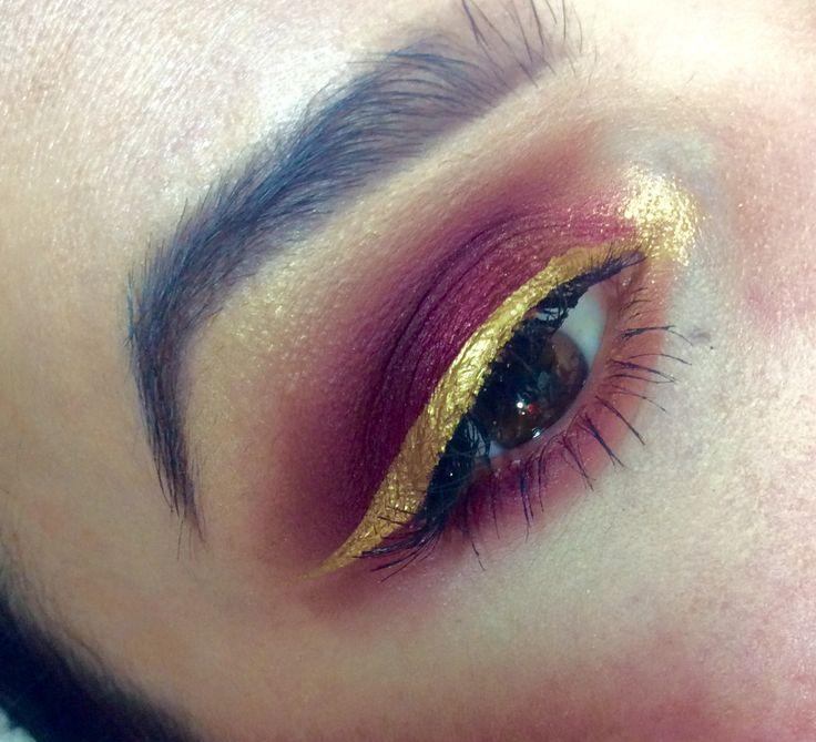 Huda eyeshadow palette #goldeyeliner  Huda beauty makeup @eltamakeup