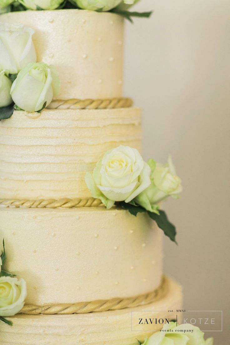 White roses, wedding cake, gold and white cake