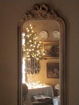 <3: Christmas Tables, Christmaswint Wonderland, Christmas Reflections, Cottages Christmas, Christmas Wint, Christmas Idea, Cabin Decoration, Christmas Trees, Merry Christmas