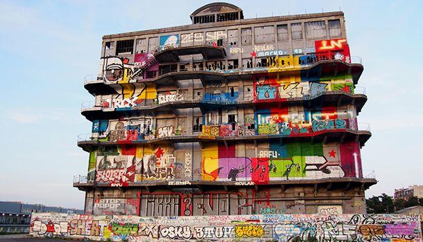 Visite interactive des Magasins Généraux de Pantin par BETC Digital : www.graffitigeneral.com