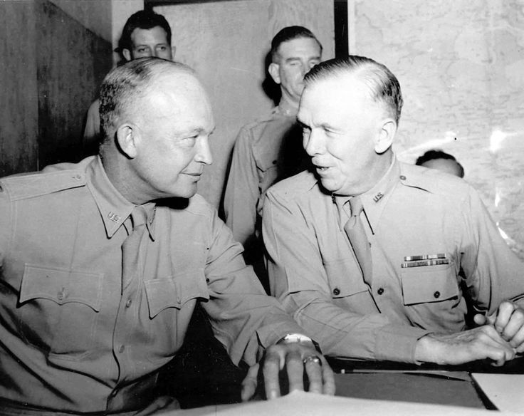 General Dwight D. Eisenhower and general Marshall during the Algiers conference, 3 June 1943.
