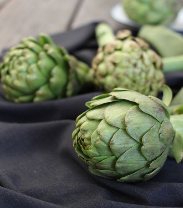 Love Artichokes. Such a beautiful thing to photograph  http://foodiesagenda.com/atft-food-photography-styling-workshop/