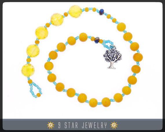 Granos de rezo de Baha  i - Rosario de bahai con árbol de la vida diseñado por el artista de abalorios de joyería estrella 9, Sutasinee.  Hecha con cristal, perlas de vidrio, árbol de la vida encanto y cordón de abalorios resistencia de alta tensión.   Cómo utilizar su Rosario (Rosario, 5 x 19 (Alláh-u-Abhá))  Sus granos consisten en 3 partes: (1) 5 granos grandes, (2) una «transición» que se compone de una cuenta pequeña cadena, un único grano o separador, (3) granos de tamaño de mediano…