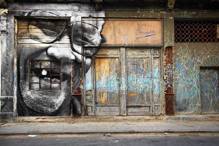 Les sillons de Cuba, par JR | Portfolios | Mediapart. « Je m'appelle Santiago Leonardo Matrinez Contreras. Je suis né le 6 novembre 1927 à La Havane, entre Concordia et la rue Escobal. J'ai été chauffeur de taxi pendant 60 ans, de Pinar del Rio jusqu'à l'est du pays (...) Je n'ai jamais voulu quitter Cuba. Je suis content. Heureux et content. J'ai ma retraite, je n'ai aucun problème matériel. J'ai un fils à l'étranger, il vient me voir, mais je ne veux pas partir.