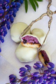 Biskvier / Blåbärsbiskvier med vit choklad - made by Helle