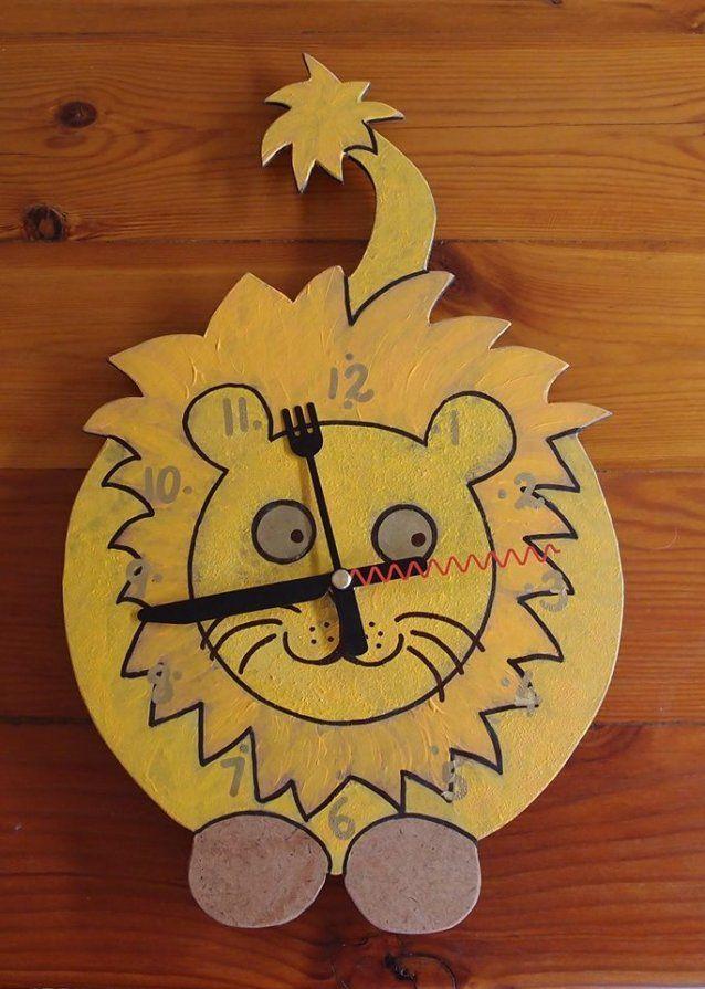 Lion clock (yellow)