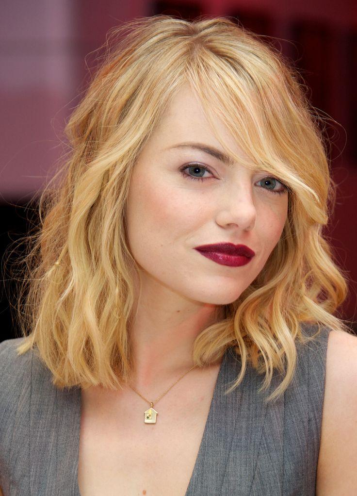 Se hai i capelli mossi da sirena porta la frangia di lato come Emma Stone  -cosmopolitan.it