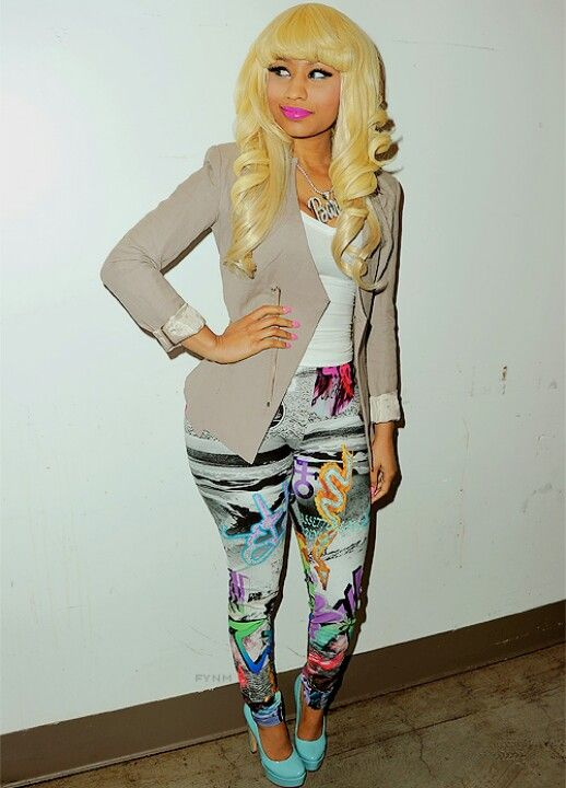 First thing I've ever seen on her that was wearable. I love the color scheme. Nicki Minaj