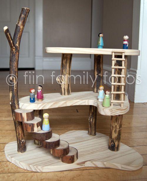 Maison de poupée en branches et planches de bois