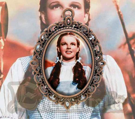 Dorothy Gale cameo pendant / Collar/ Movie / Wizard of Oz / Judy Garland / Musical / Scarecrow / Tin Man / Cowardly Lion