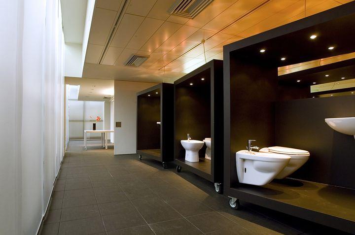 Hatria showroom by Paolo Cesaretti  showroom store design