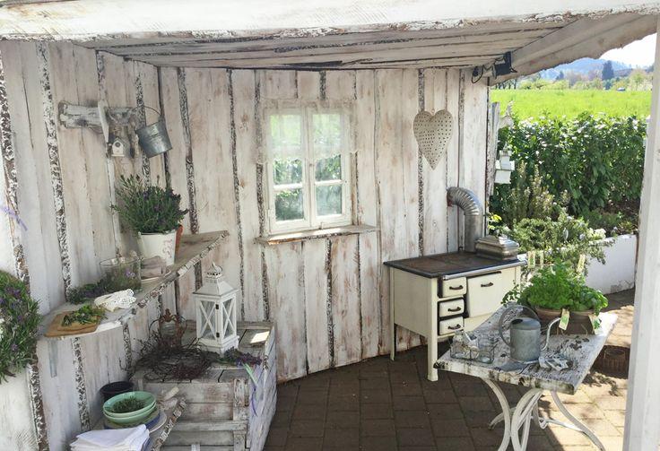 """Der Garten des """"Landglücks"""" ist bis ins kleinste Detail iebevoll dekoriert. Mehr"""