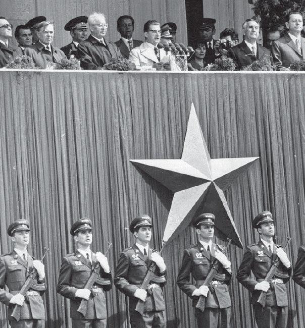 Vojenské přehlídky z československé historie - Aktuálně.cz