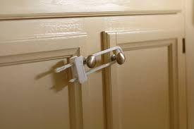 Este é solução....trancar os armários
