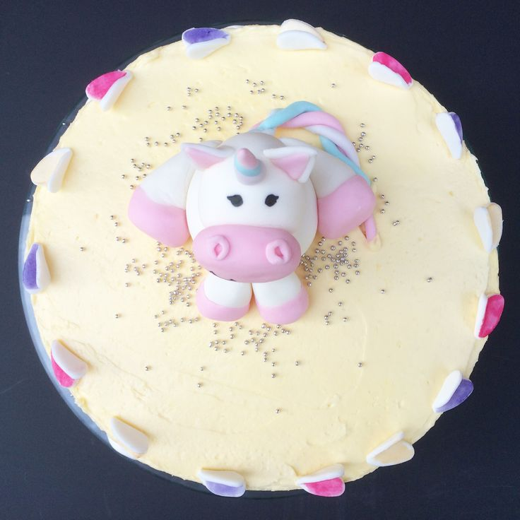 Unicorn birthday cake by Little Pudding